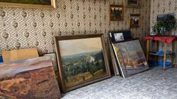 Картины Ф.Халикова в мастерской