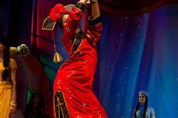 Дефиле в национальных платьях, Чен Е (Китай)