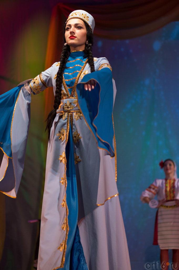Дефиле в национальных костюмах, Зульфия (Дагестан/Россия, победительница конкурса)::Жемчужина мира - 2012