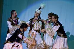 Айнура Каримова (Казахстан) исполняет свой творческий номер - национальный