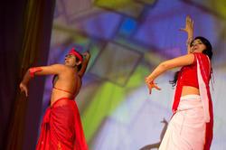 Дашика Палипна (Шри-Ланка)с партнером исполняют национальный танец