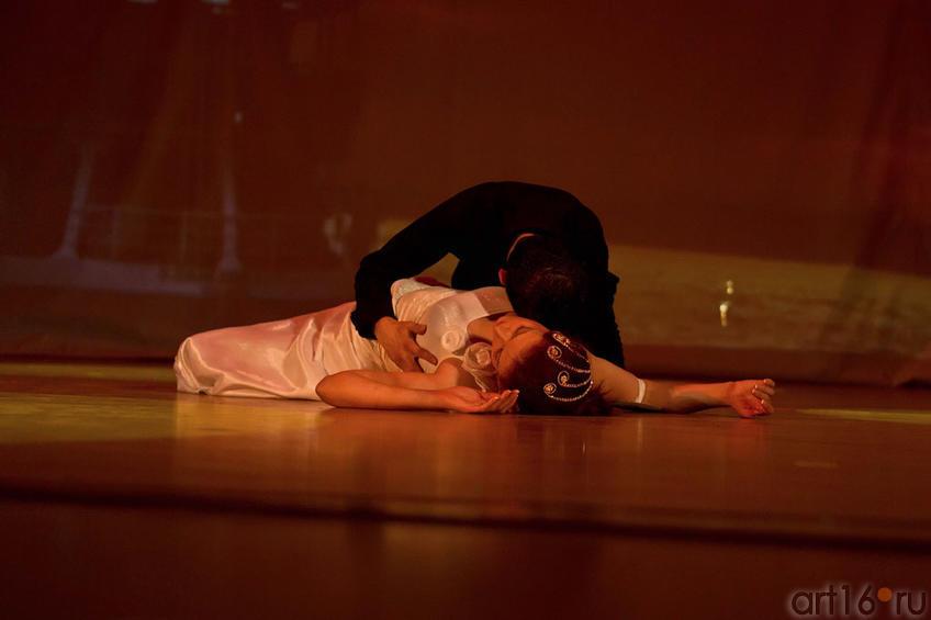Эсра (Турция), исполняет вокально-танцевальную композицию со своим молодым человеком::Жемчужина мира - 2012