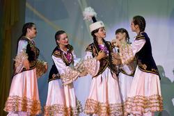 Айнура Каримова (Казахстан) исполняет