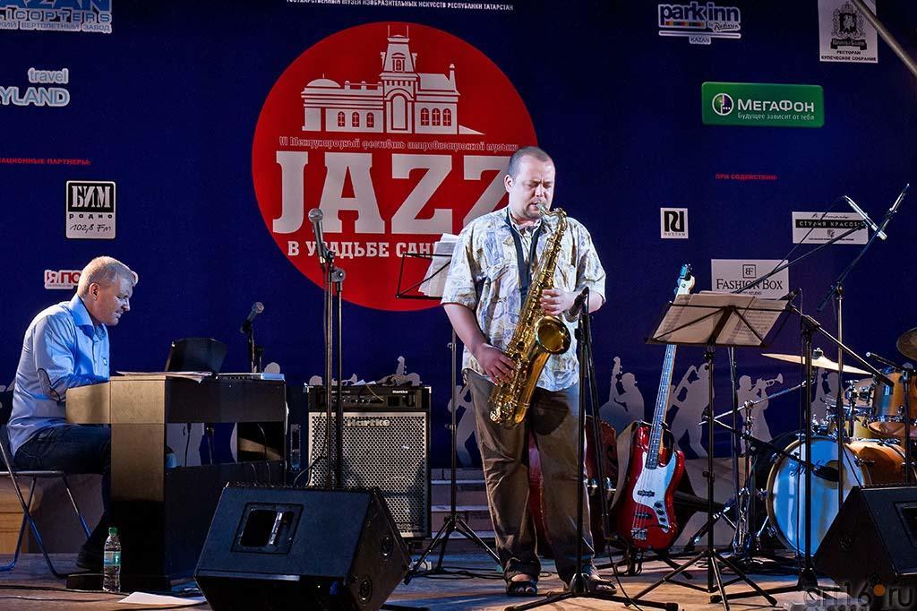 Андрей Руденко (клавишные), Дмитрий Забегаев (баритон-саксофон)::Джаз в Усадьбе Сандецкого. 2012.07.05