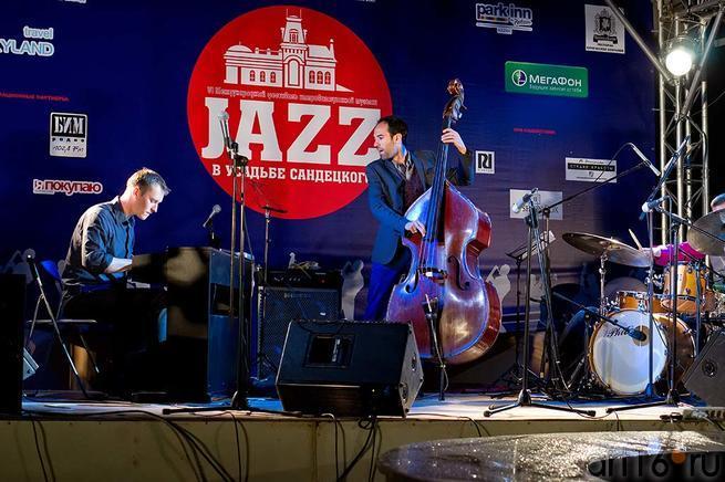 Международный коллектив ʺWorld trioʺ::Джаз в Усадьбе Сандецкого. 2012.07.05