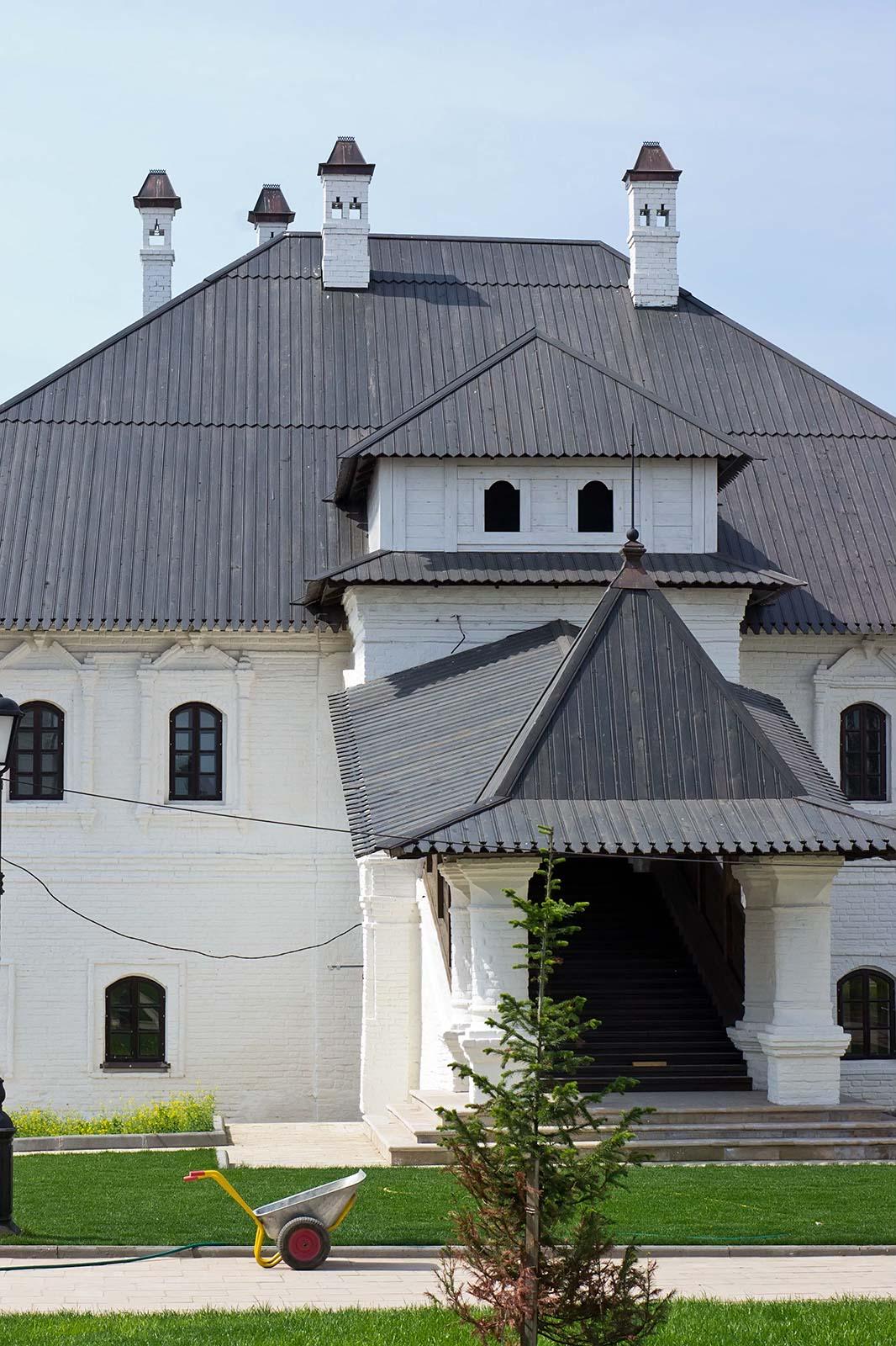 Фото №104628. Архимадричий корпус мужского монастыря XVIII. Архитектурный ансабль Успенского монастыря