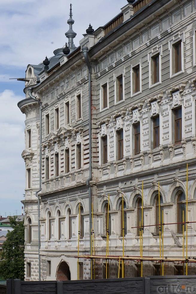 Фасад Александровского Пассажа со стороны ул. М.Джалиля, Казань, июль 2012