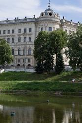 Вид на Александровский Пассаж с парка