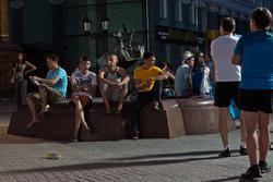 У фонтана ''Голуби'', скульптор Башмаков Игорь Николаевич. Ул. Баумана, Казань, 14.07.2012