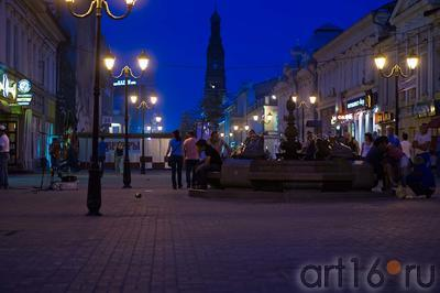 Вид ул. Баумана от фонтана ʺЛягушкиʺ к ʺКольцуʺ::ул Баумана, вечер 14 июля 2012