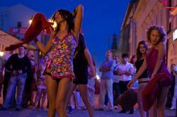 Танец с подушками. Казань, ул.Баумана, 14.07.2012