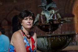 Елена Сунгатова у фонтана ''Голуби'' (скульптор Асия Минуллина), 14.07.2012
