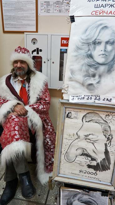 Яхин Наиль возле своих работ::«Арт Пермь» — 2012