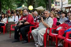 Зрители джазовой программы в парке Усадьбы Сандецкого. 26.07.2012