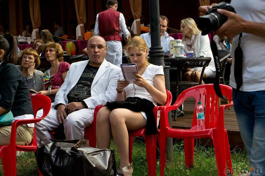 Фото №107935. Зрители джазовой программы в парке Усадьбы Сандецкого. 26.07.2012