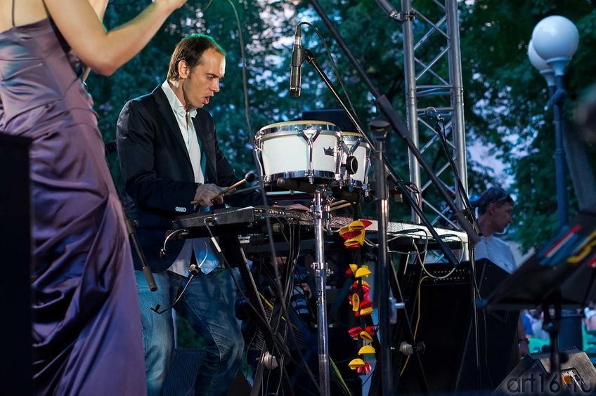 Фото №107965. Александр Кульков — барабаны. «Marimbа Plus», 26.07.2012
