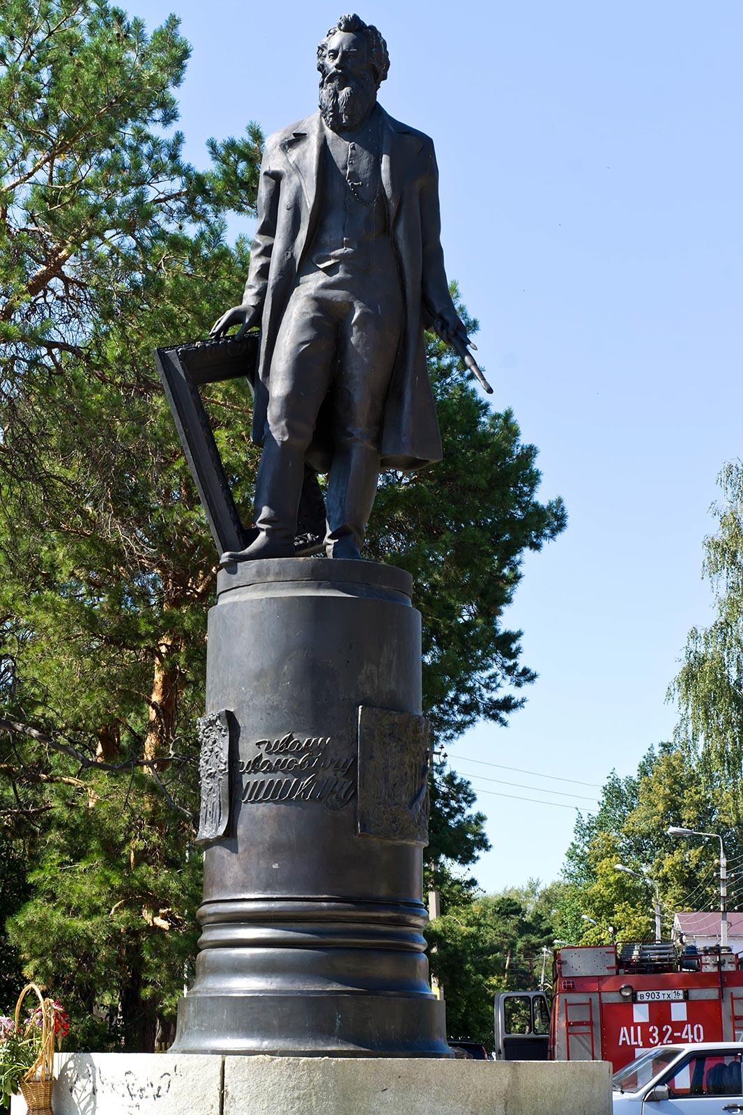 Фото №108697. Памятник И.И.Шишкину. Елабуга, 3 августа 2012