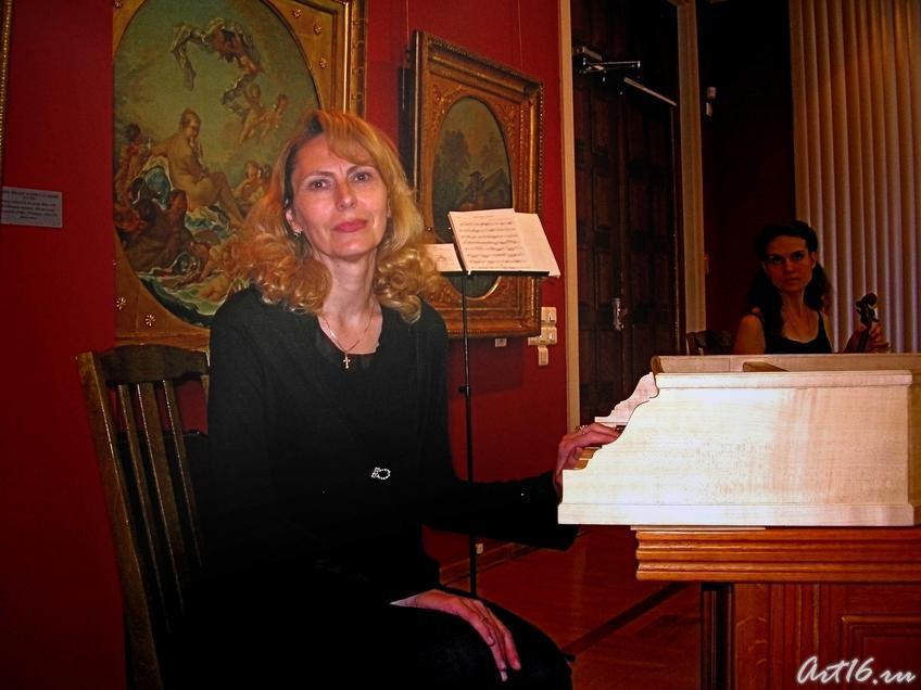 Фото №11150. Елена Бурундуковская (клавесин)