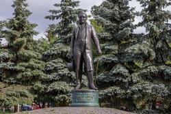 Карл Фукс. Памятник в Казани.  Авторы скульптуры: И.Башмаков, А.Минулина