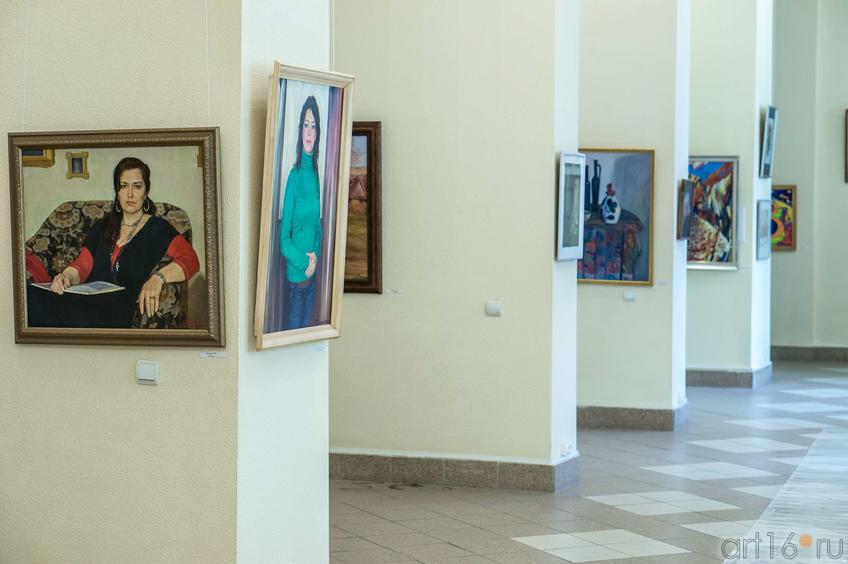 Фрагмент экспозиции выставки СХ РТ ко Дню города::Галерея Мазитова