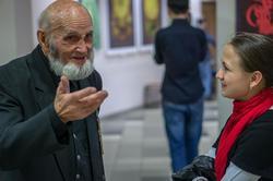 В.А.Попов. Разговор со студенткой К (П)ФУ в день открытия выставки