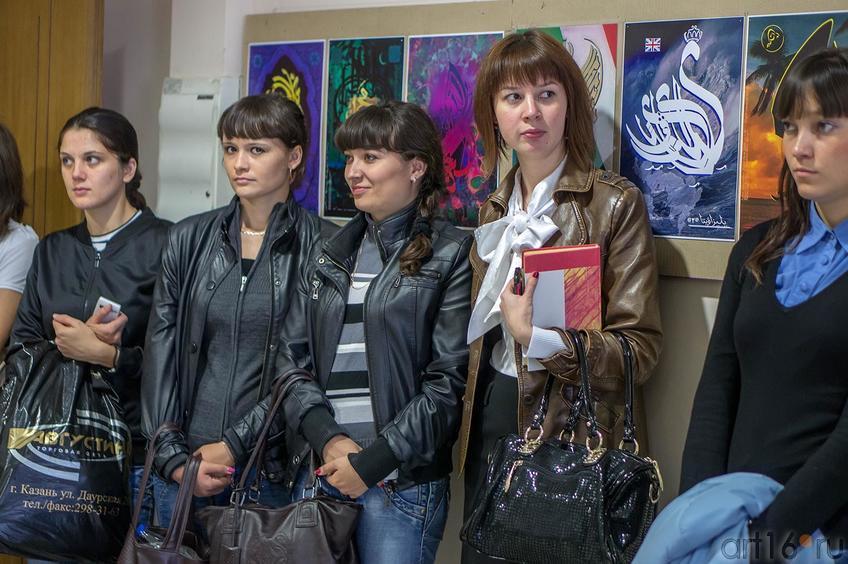 Фото №116254. Студенты КФУ на открытии выставки В.А.Попова ''Единение''