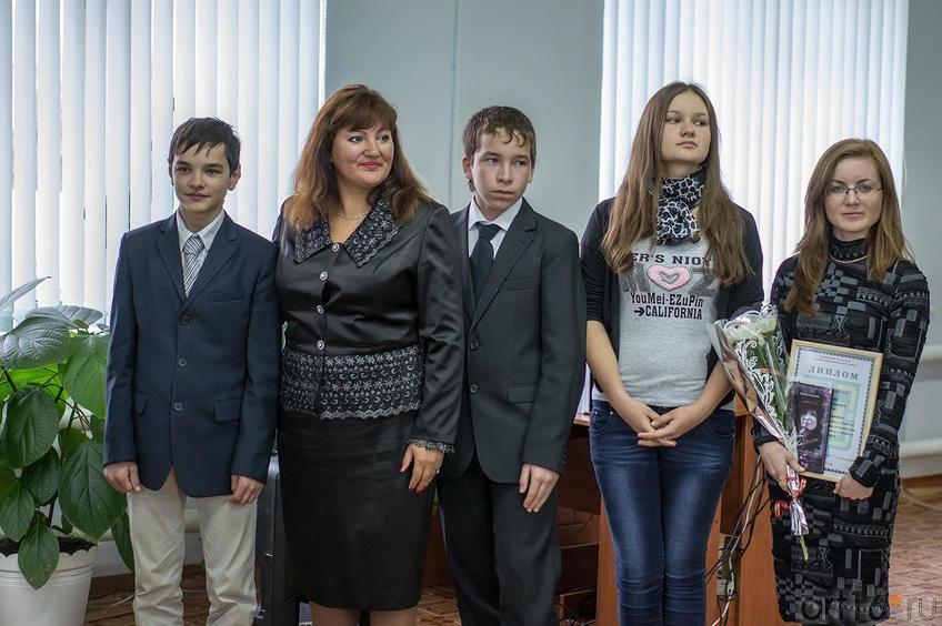 Фото №116622. Рина Бадриева (вторая слева)