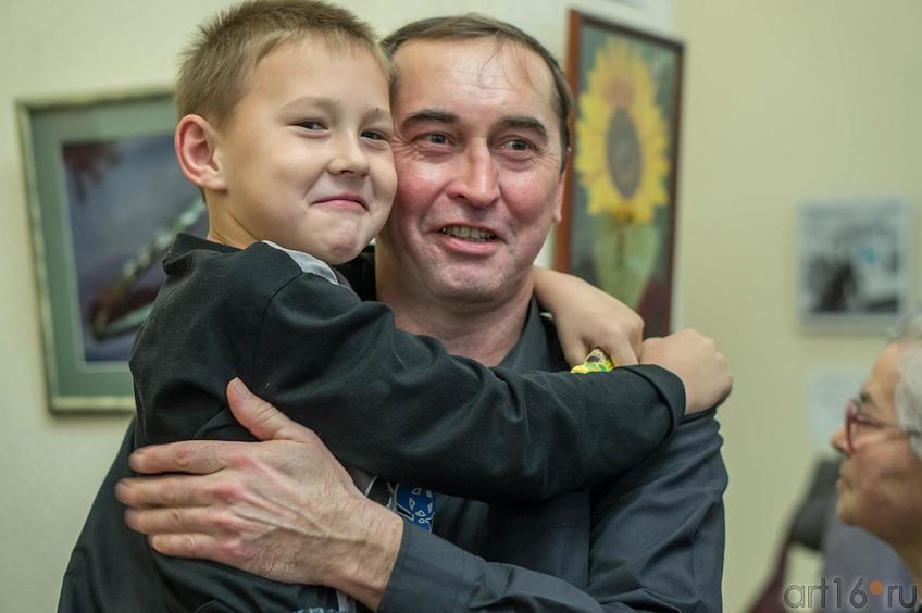 Анвар Сайфутдинов с сыном::Выставка ТО Дастан