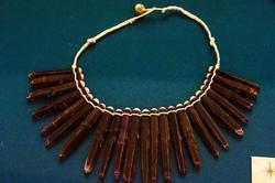 Бусы из игл морского ежа. О. Таити, 1996