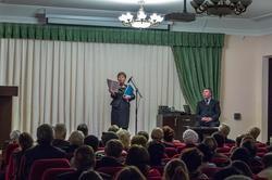 Выступление сотр. отдела редких книг и рукописей НБ РТ. Ф.Галимуллин (за  журн. столиком)