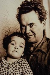 Мустафа Нугман с сыном Искандером