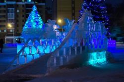 Мостик в ледовом городке, кукольный театр «Экият»