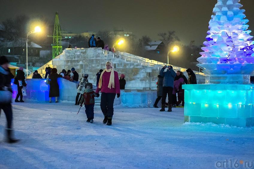 Фото №122338. Ледовый городок, кукольный театр «Экият»
