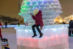 Ледовый городок, кукольный театр «Экият». Фото на память