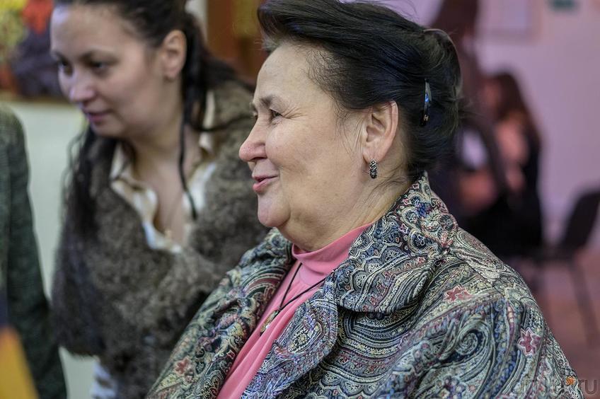 Фото №123086. Мама Елены Титовой на открытии персональной выставки дочери ''Казанский чердачок''