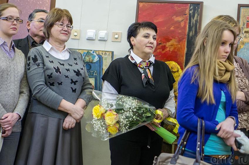 Фото №123098. В центре Ольга Новикова (представитель галереи ''Эбиволь'')