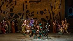 Танец негритят в тронном зале. Амнерис в радостном возбуждении ожидает возвращения Радамеса