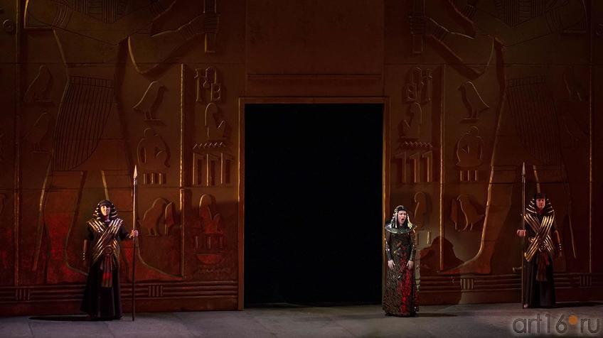 Дочь фараона охвачена противоречивыми чувствами::Опера Аида