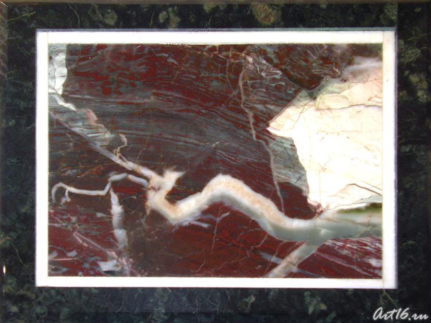 «Пейзажный камень», картина из яшмы::Сувениры Музея естественной истории Татарстана