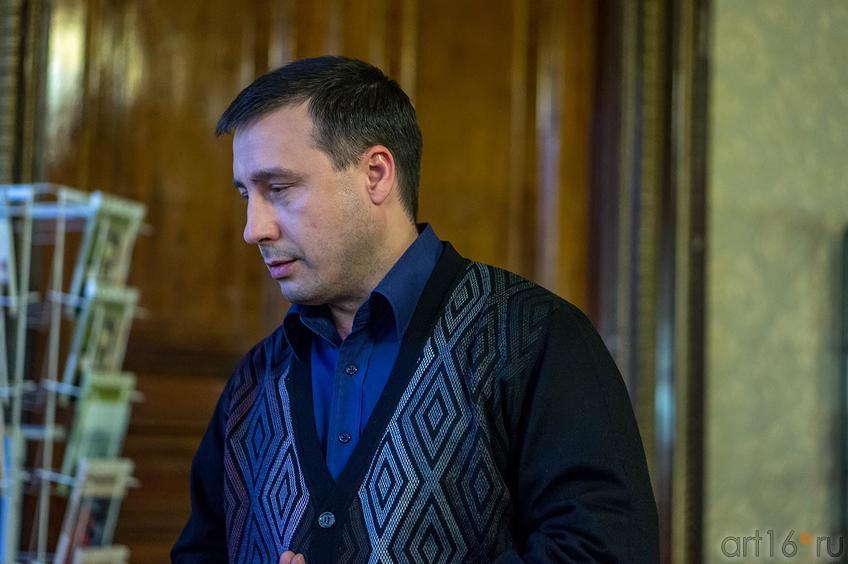 Рамиль Сарчин </p> <p>Рамиль Сарчин - поэт, поэтовед<br /> ©Art16.ru Photo Archive