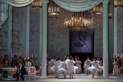 Бал в одном из аристократических домов Петербурга