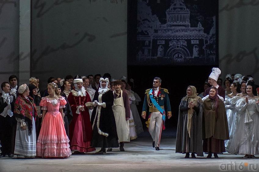 Выход на поклон. В центре  — князь Гремин (Михаил Казаков)::Опера «Евгений Онегин», XXXI Шаляпинский оперный фестиваль