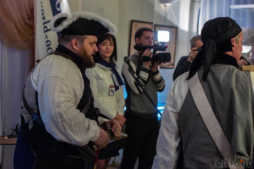 Фото №119886. Пираты в музее. <br />Открытие выставки ''Путешествие вокруг света''
