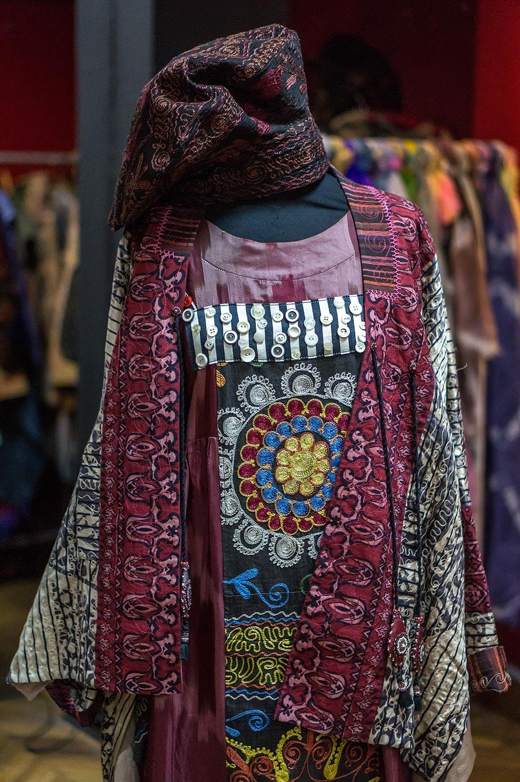 Фото №135575. Коллекция этнической одежды производства Арт-студии «Айсель»