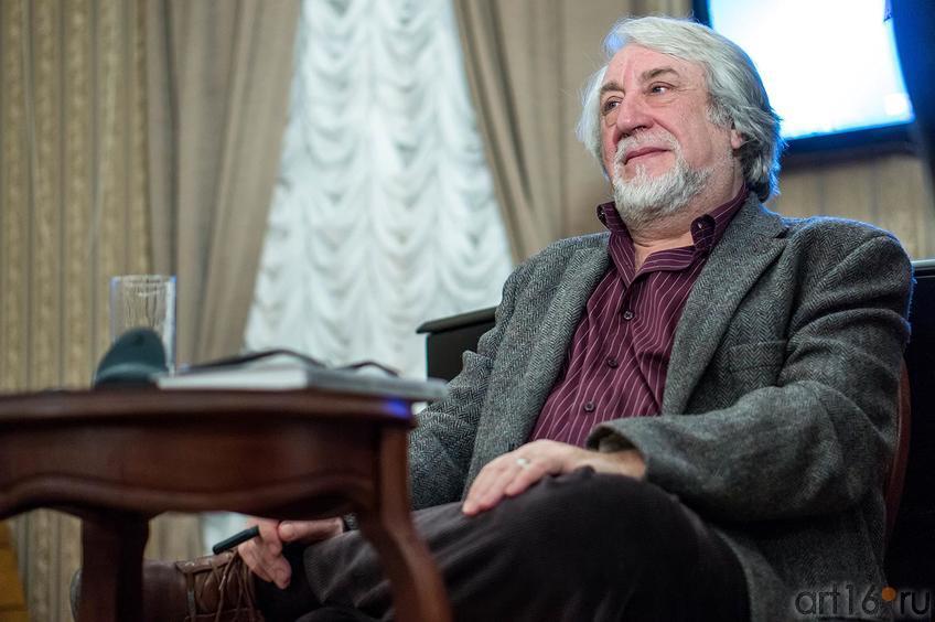 Фото №136165. Юрий Кублановский в Дома Аксенова. Встреча с читателями
