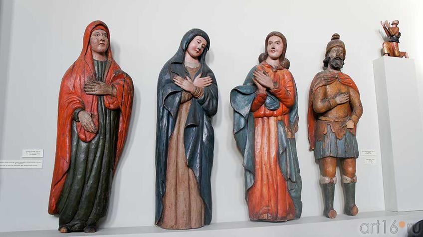 Фото №92705. Богоматерь, Иоанн Богослов, Мария Магдалина, Сотник Лонгин. XVIII