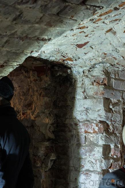 Фрагмент кирпичной кладки, после снятия штукатурки. Дверной проем и часть сводчатого потолка::Научно-практическая конференция ASG