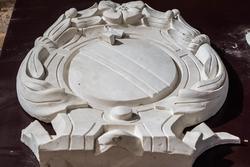 Элементы украшений фасада отреставрированных зданий в историческом центре Казани