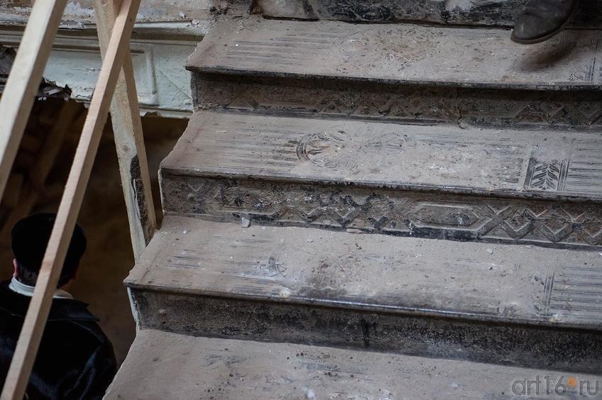Фото №136828. Лестница в здании комплекса Адмиралтейской конторы. К.Маркса, 17