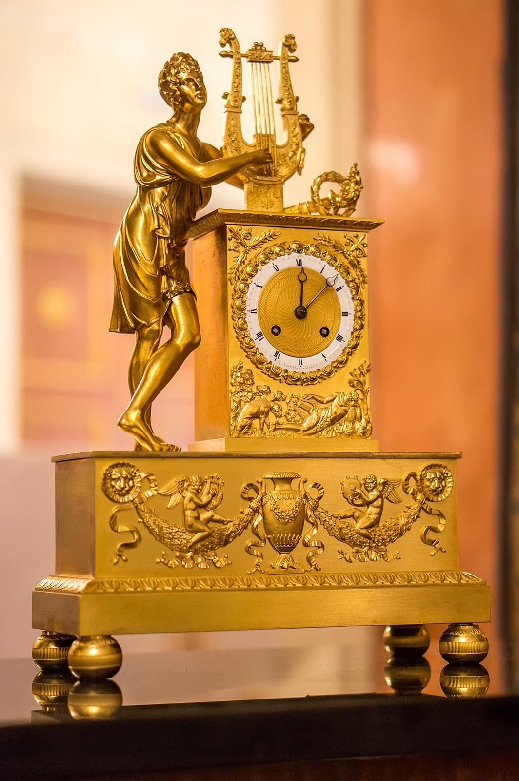 Фото №136948. Часы каминные ''Орфей, играющий на арфе'', золоченая бронза, эмаль. Франция XIX в.